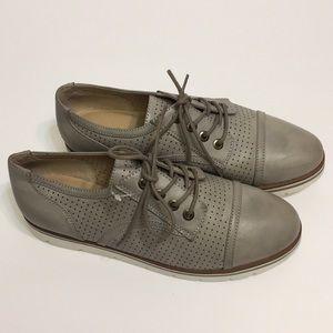 White Mountain Oxford Shoes. Size 71/2